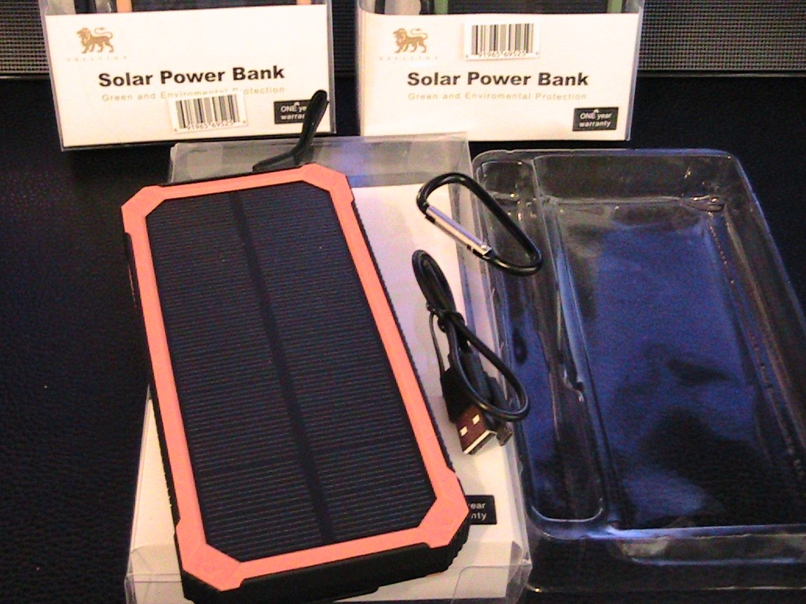 U.S Brand Solar Power Bank & AC Power Charger Unit actual 4000 mAh Beetle I model# CT-SP-BI4 with 8 LED Light